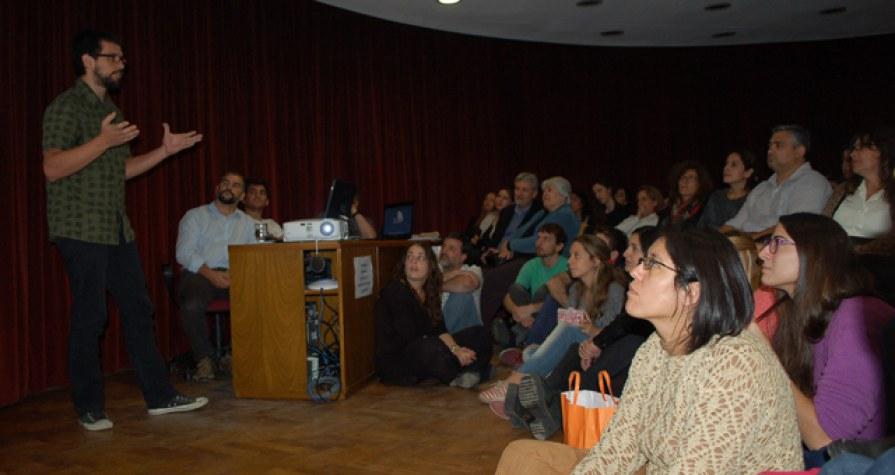 "Jorge David Rojas, ganador de ""Tesis en 3 minutos 2016""."